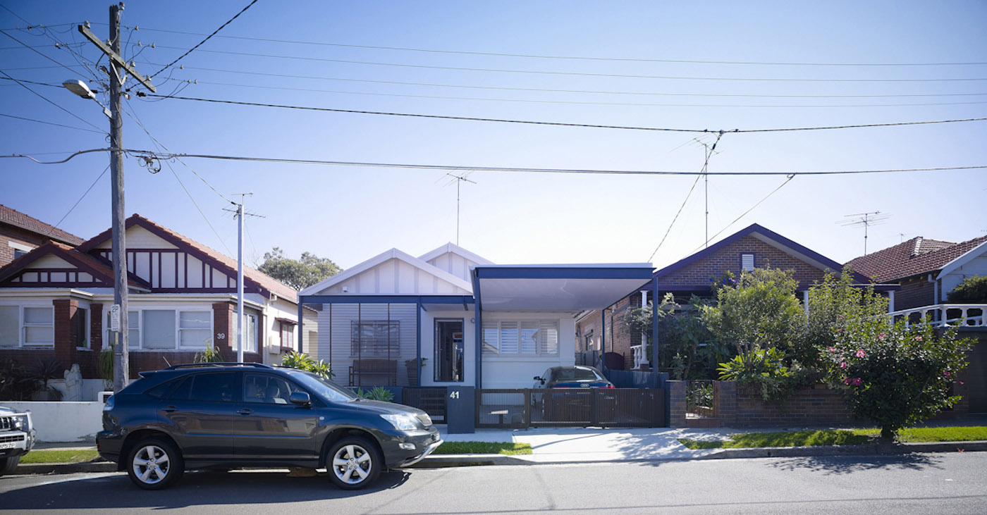 Lambert House by Sydney award winning residential architecture office Sam Crawford Architects.Entry on eastern facade
