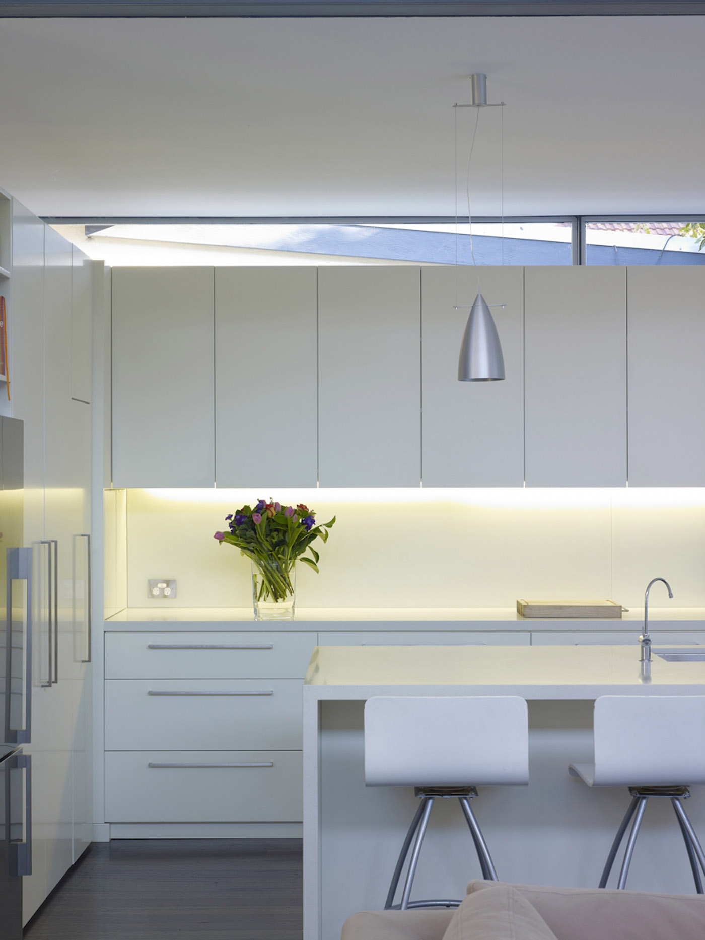 Lambert House by Sydney award winning residential architecture office Sam Crawford Architects. Minimal white kitchen joinery.