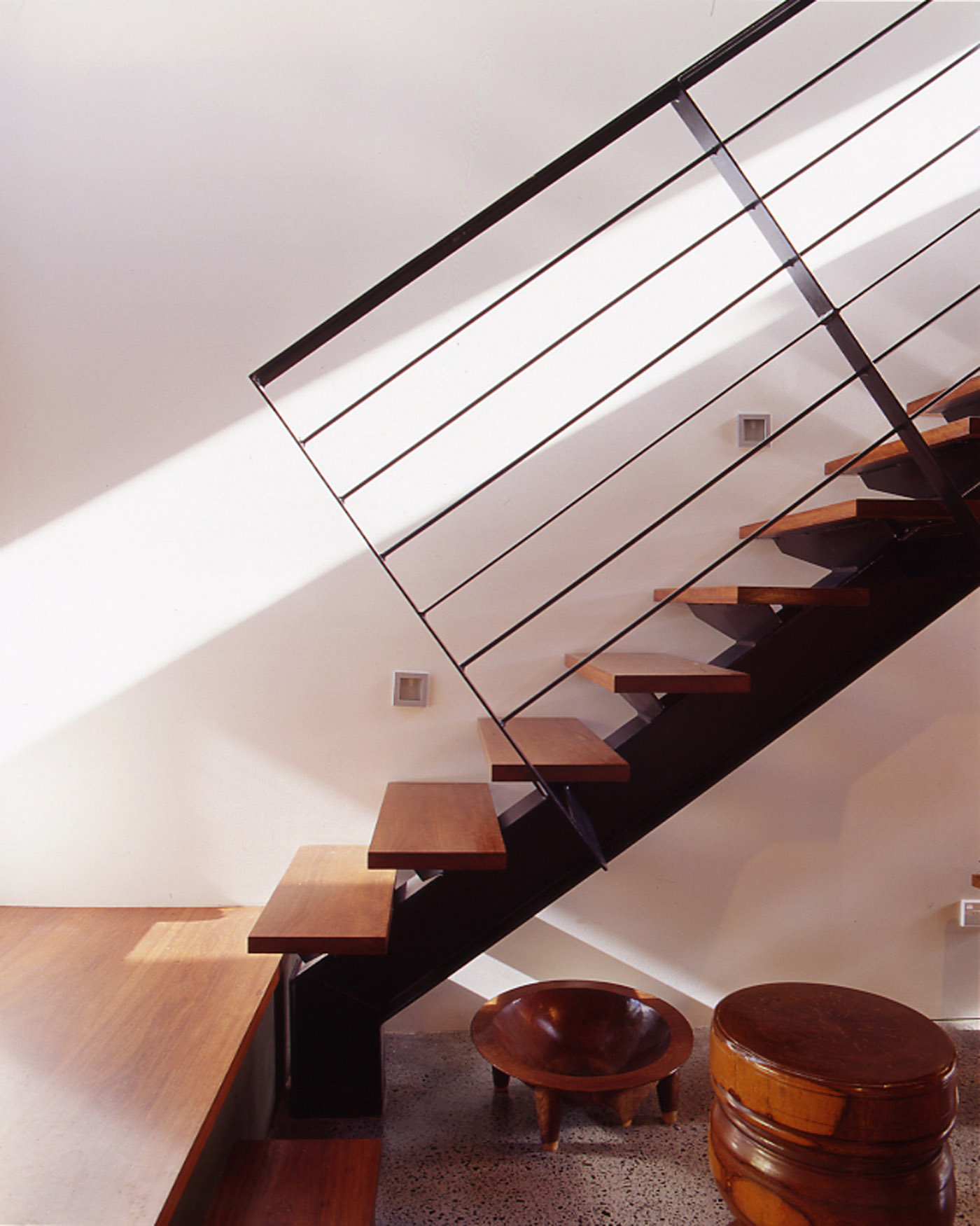 Bandi Drew House by Sydney award winning residential architecture firm Sam Crawford Architects. Recycled ironbark open riser stairs and flat steel balustrade detail