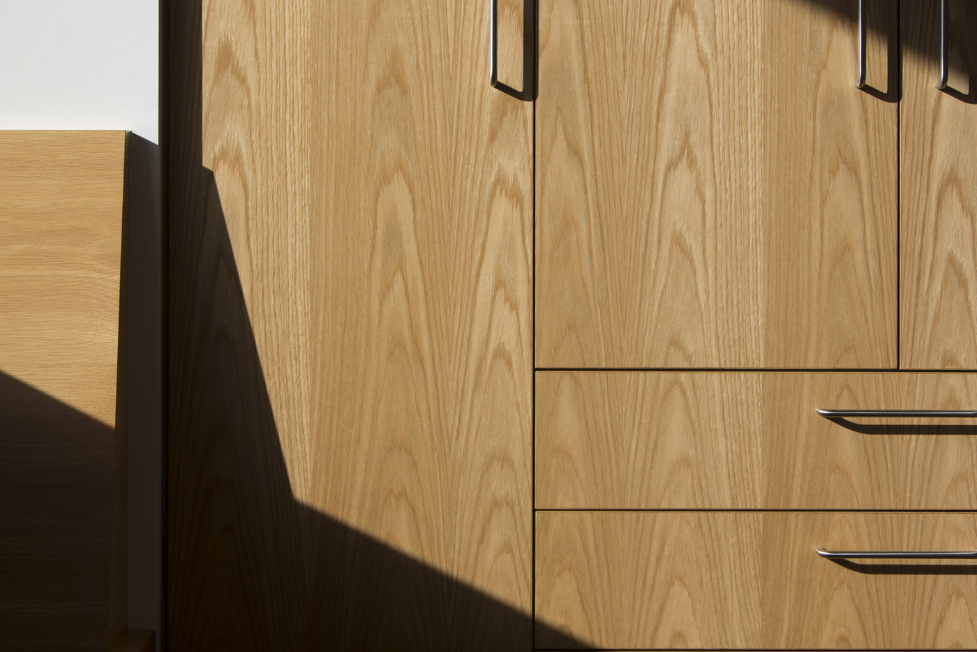 Gandha Kariappa Terrace by Sydney residential architects Sam Crawford Architects. Beautiful wood grained joinery with stainless steel handles