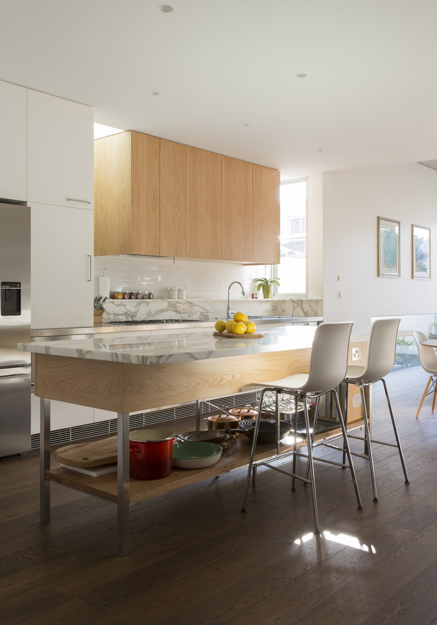Gandha Kariappa Terrace by Sydney residential architects Sam Crawford Architects. Calacatta marble, stainless steel and light timber texture kitchen