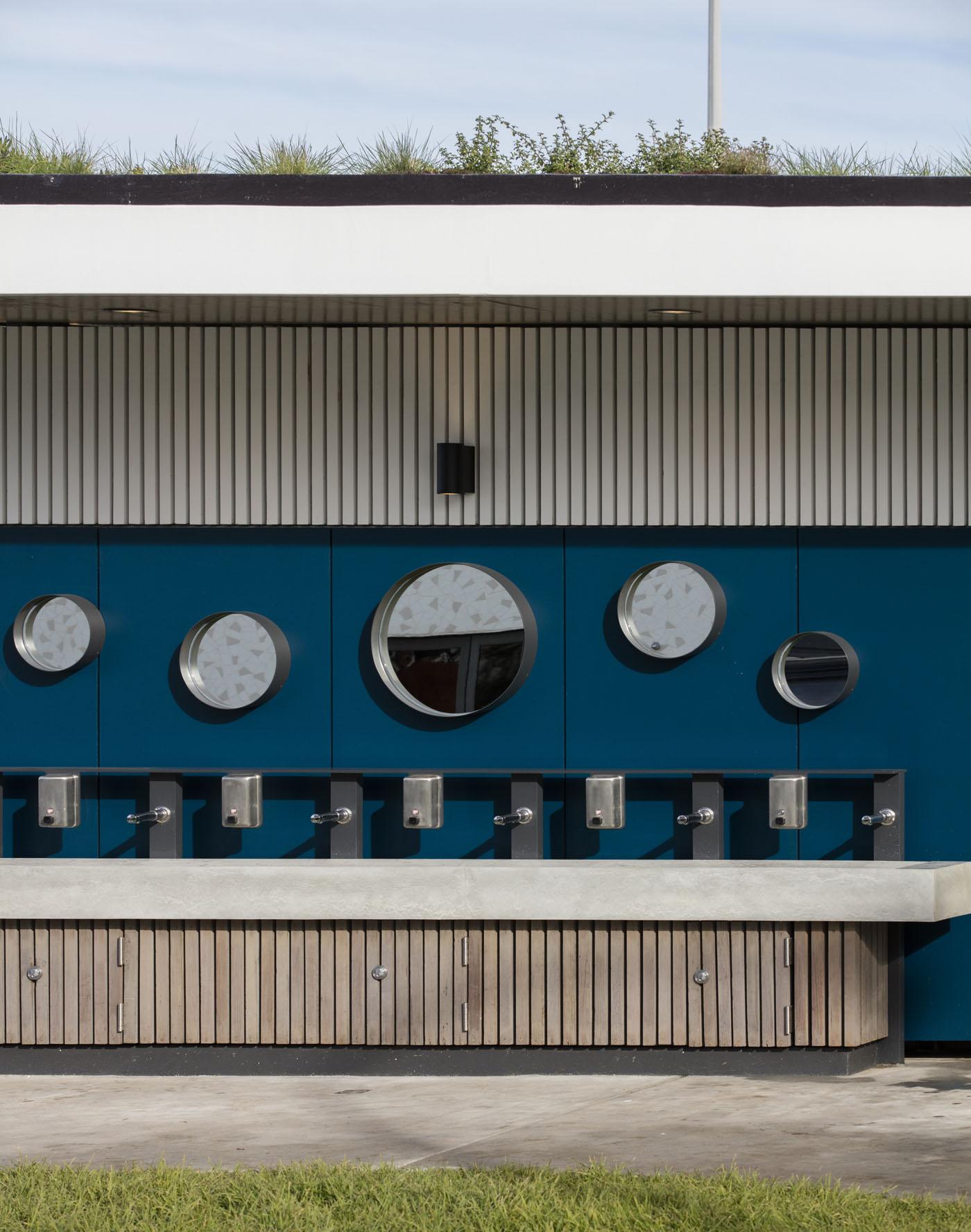 North Bondi Amenities, a public project by award winning Sam Crawford Architects. Elevation view.