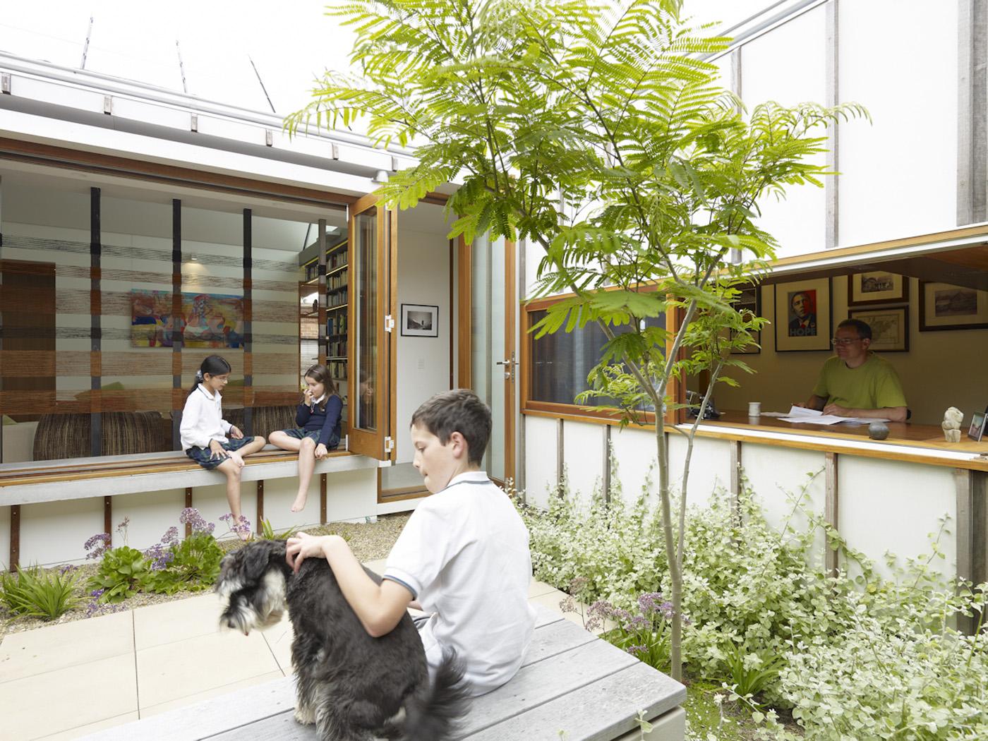 Garrett House by Sydney award winning architecture office Sam Crawford Architects. Children playing in internal courtyard