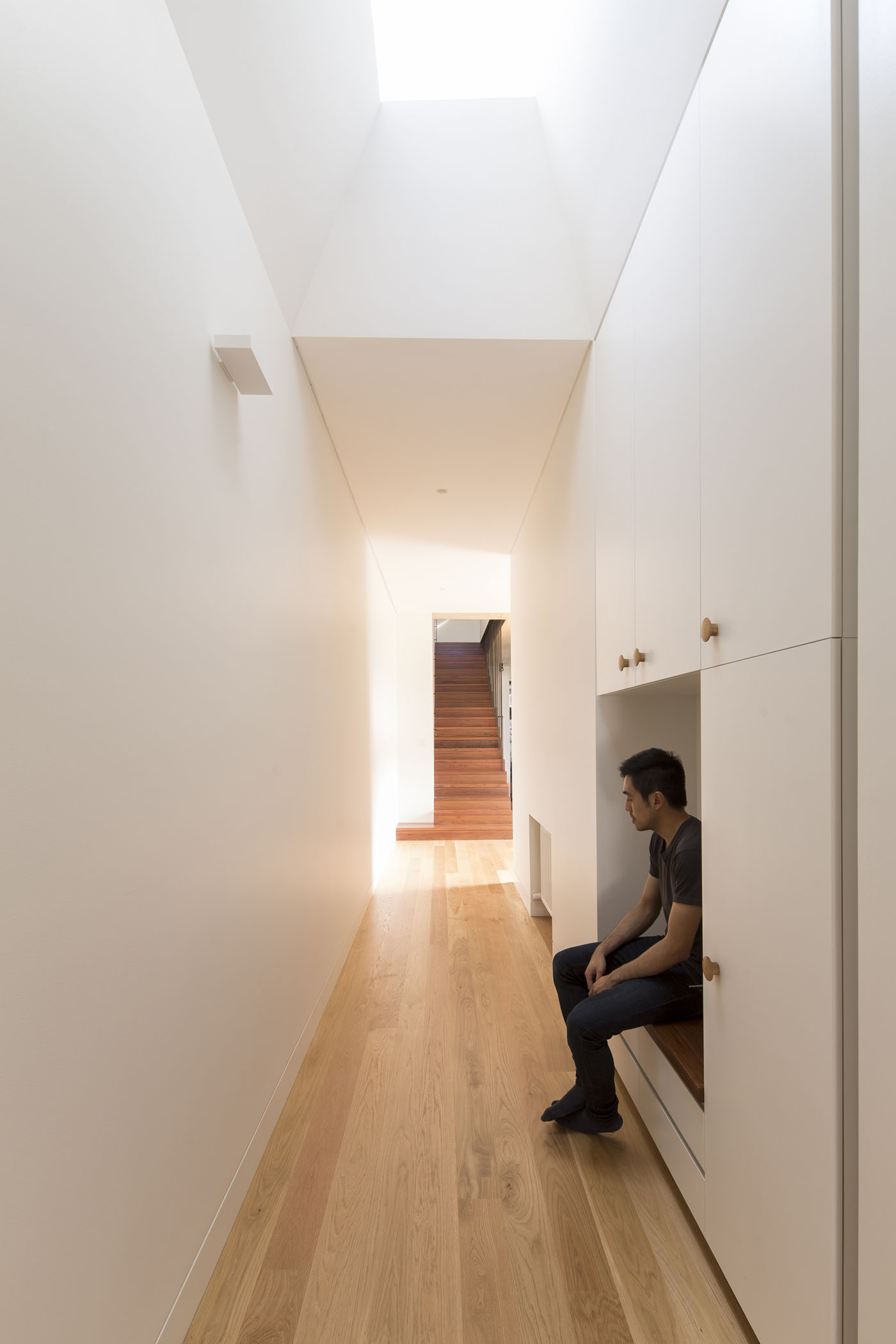 Sheppard Wilson House by Sydney award winning residential architecture office Sam Crawford Architects. Integrated joinery seat