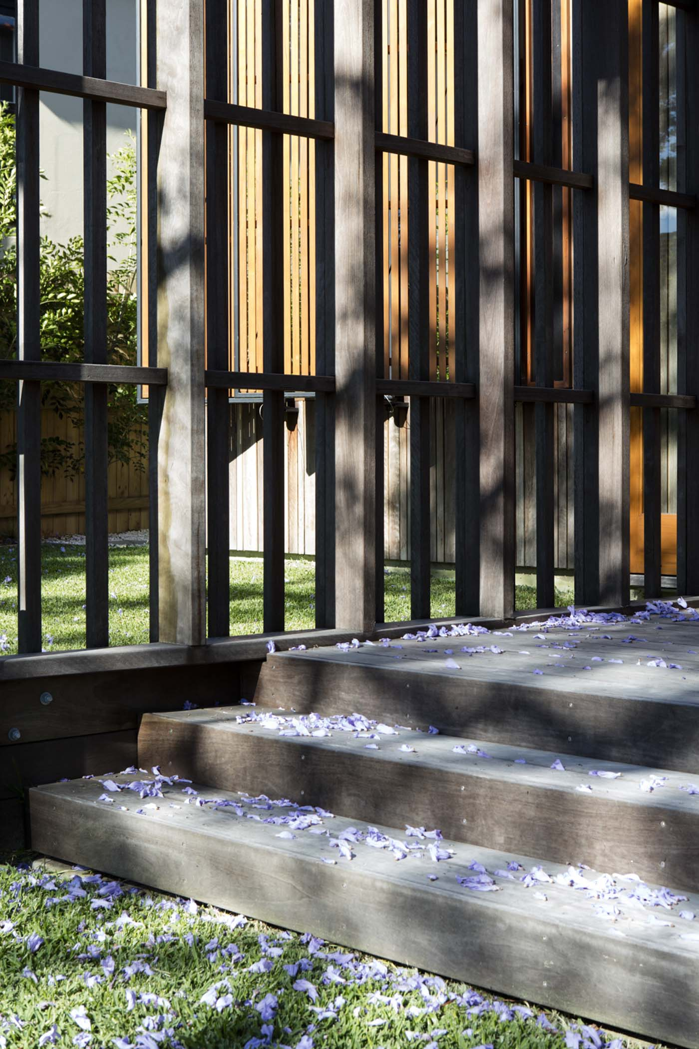 Sung Dobson house by Sam Crawford Architects, Sydney. Steps from the deck to the garden.