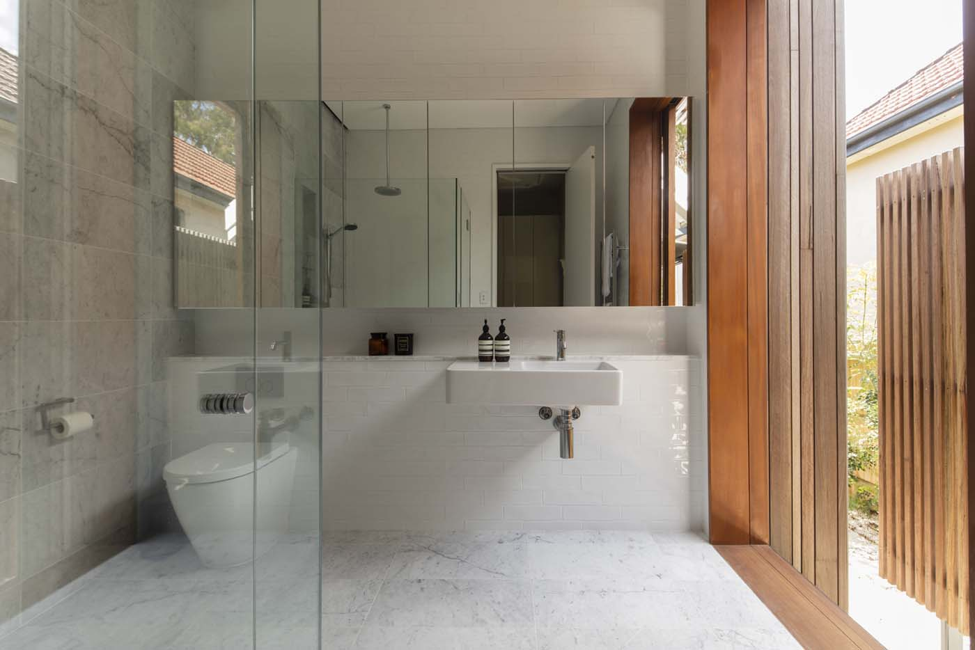 Sung Dobson house by Sam Crawford Architects, Sydney. Bathroom with links to outdoors.