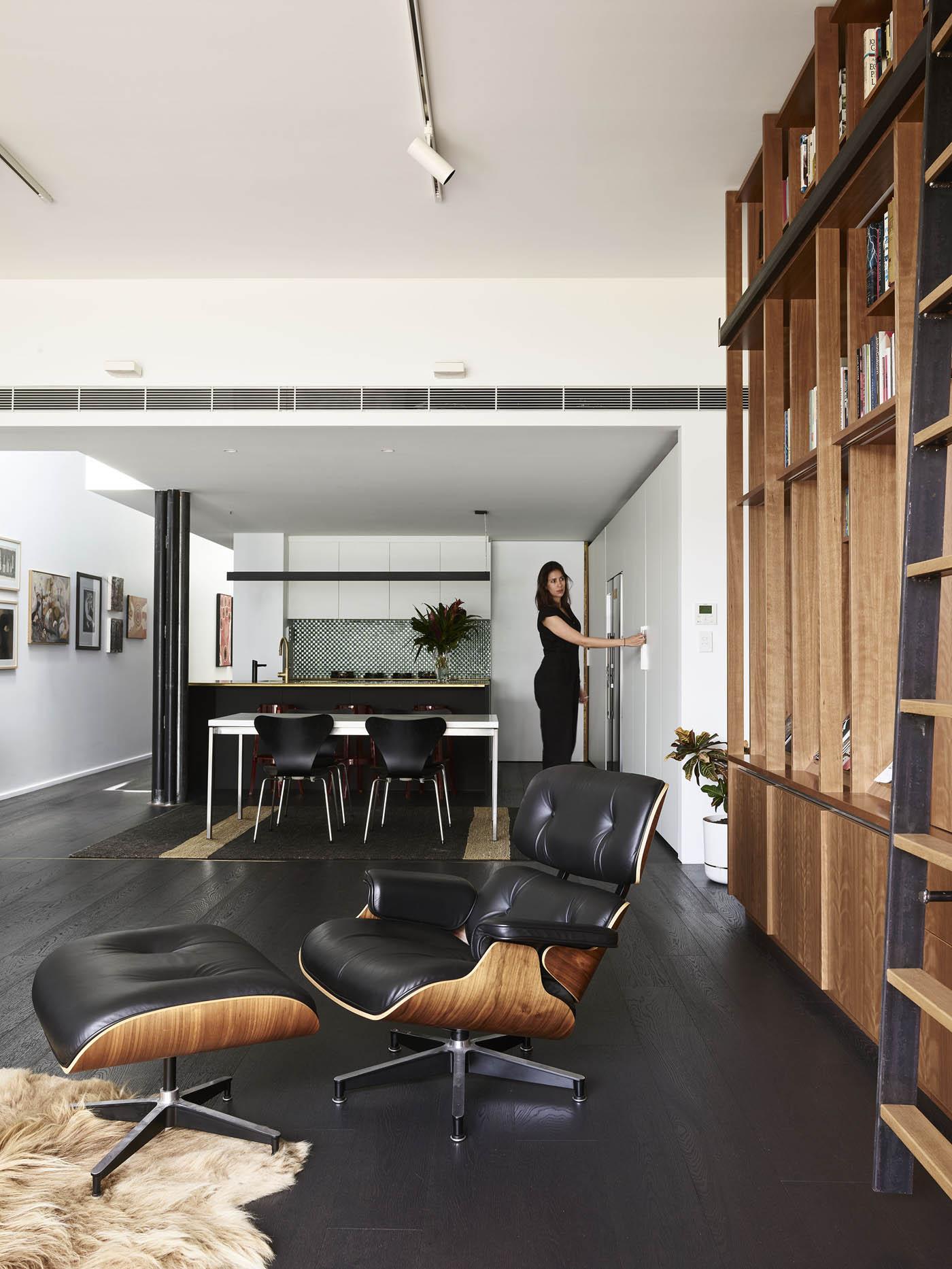 Sam Crawford Architects Glebe Townhouse Kitchen sliding doors